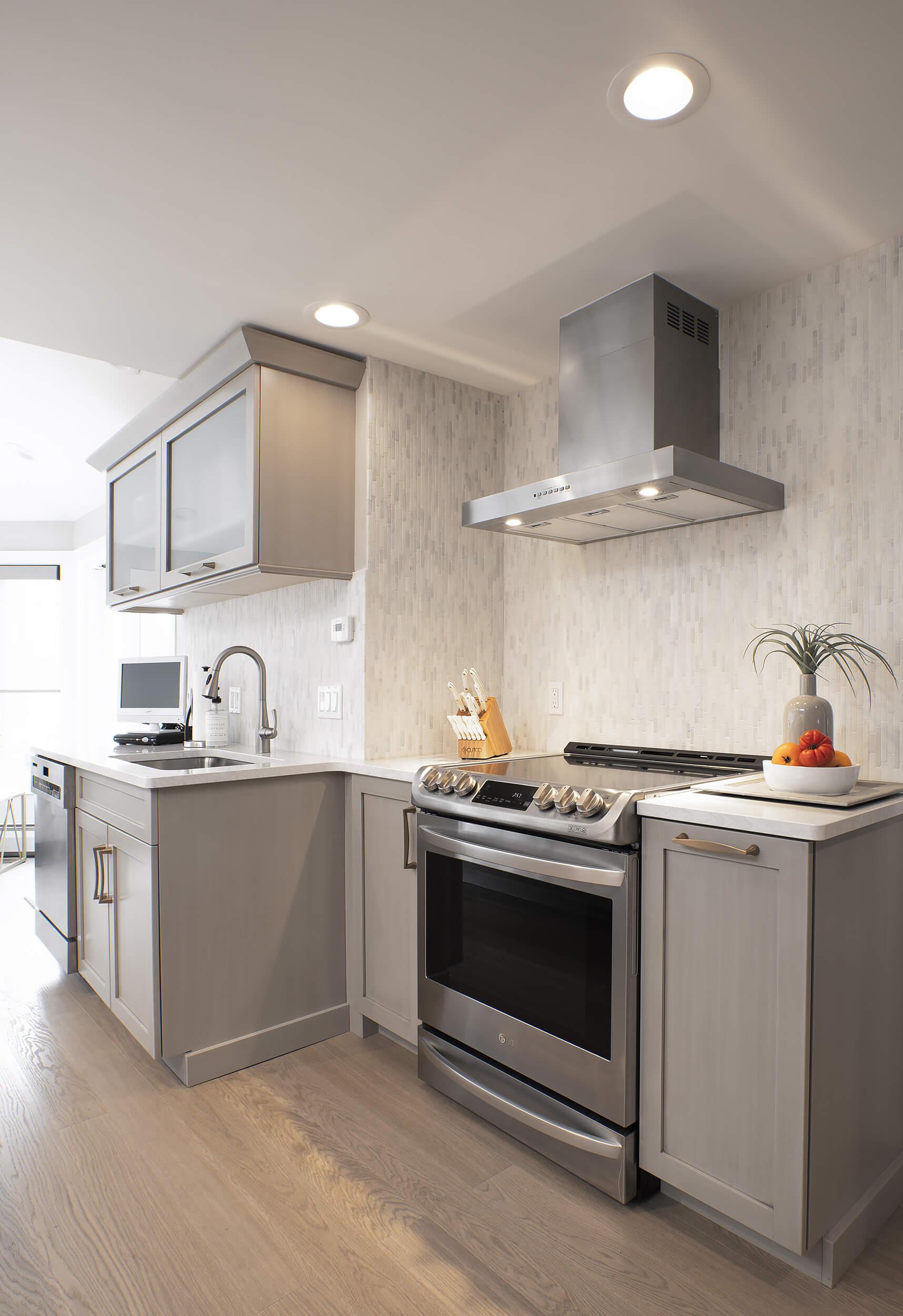 Hamden Kitchen - Cooktop | Viking Kitchen Cabinets