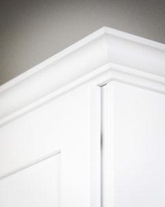 Detail of the upper cabinet craftsmanship