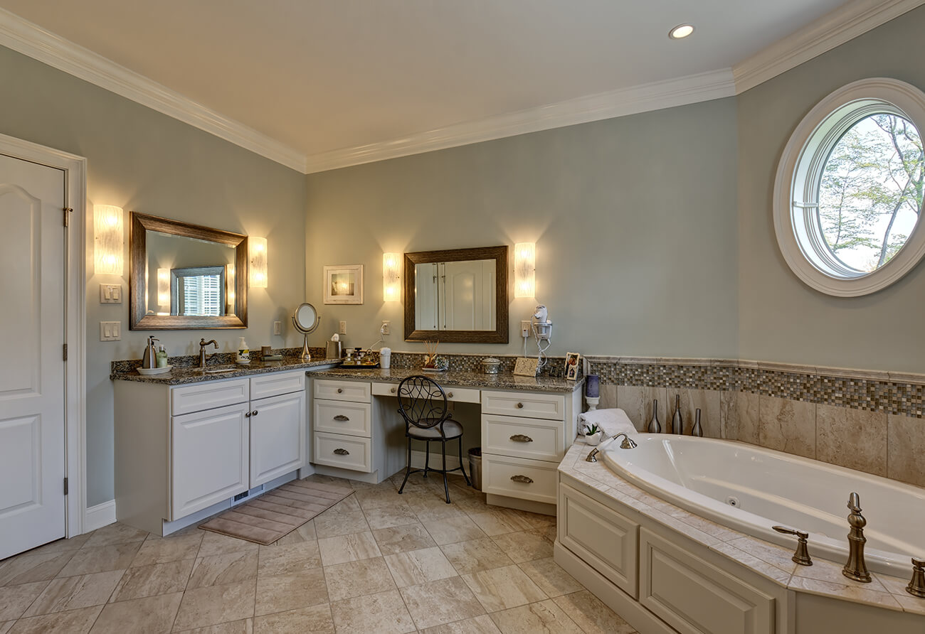 Stratford Crossing Master Bath – 02