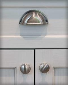 Perimeter cabinet hardware detail
